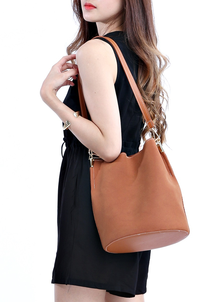 BACKORDER - SUEDE DUO STRAP BUCKET BAG IN BROWN